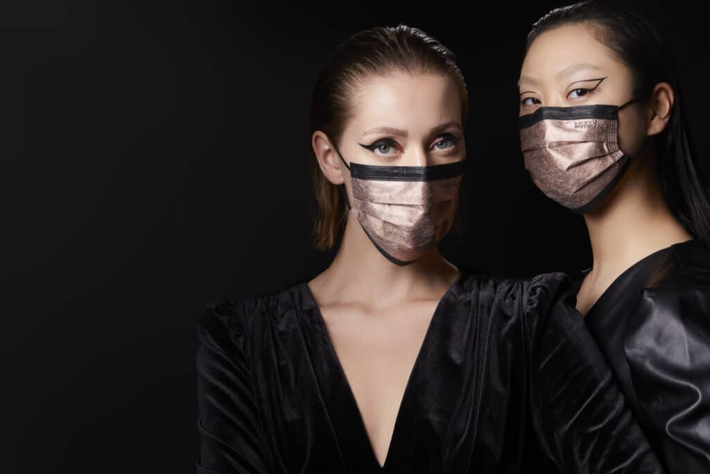 Máscara de cobre HeiQ MetalliQ feita em Espanha